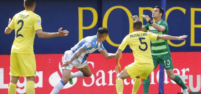 Bakambu le echa una mano al Villarreal